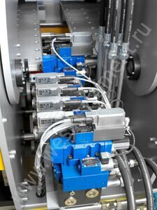 Highly efficient hydraulic unit with servo-operated valves